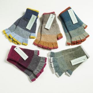 Fingerless lambswool gloves